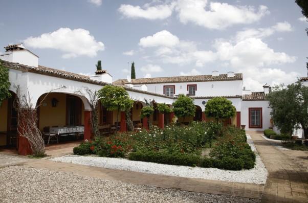 Cortijo Oropesa: Patio principal / Main patio