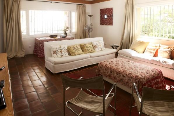 Cortijo Oropesa: Salón Casa Marrón / Living-room Casa Marrón