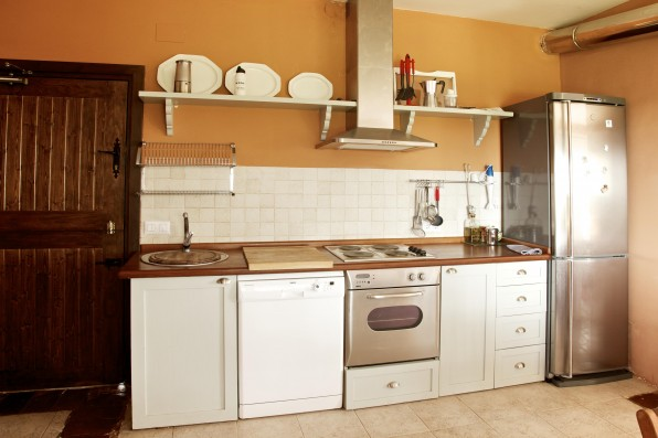Cortijo Oropesa: Cocina Casa Marrón / Kitchen Casa Marrón