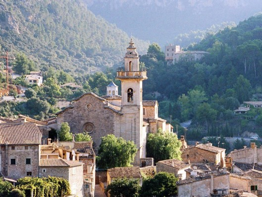 Casa Cartoixa: Monastery and village