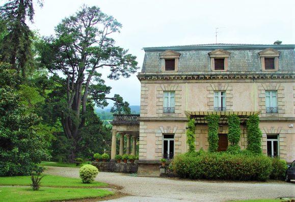 Casa Corrales: main façade