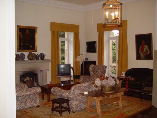 Casa Corrales: living room 1