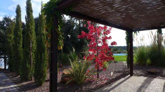 Casa Valdecañas: Porche jardin / Covered terrace in garden