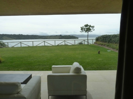 Casa Valdecañas: Porche con vista del embalse / Terrace with view of lake