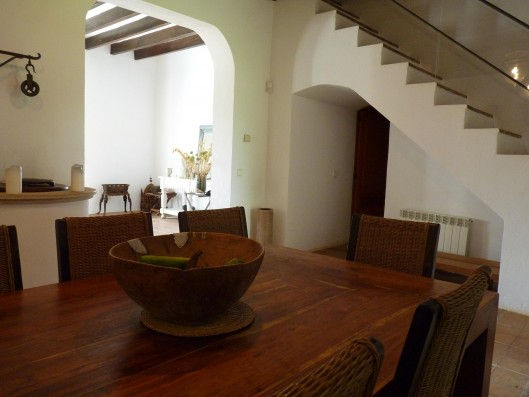 Casa Porreres: Dining-room, living-room and staircase