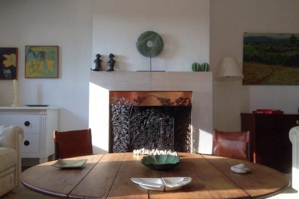 Casa Campos: salón con chimenea