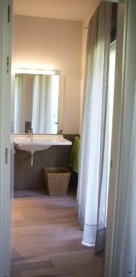Casa Ceranzos: Double bedroom first floor - bathroom