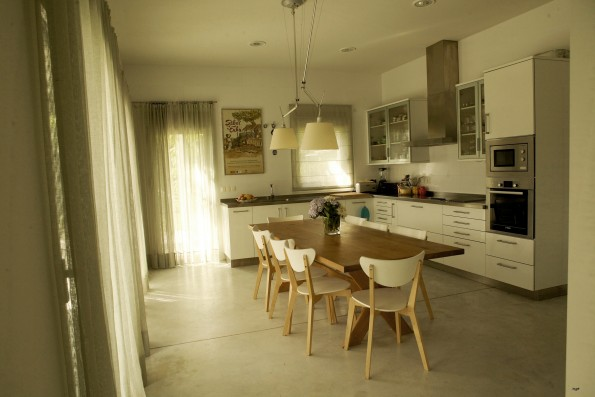 Casa Ceranzos: Kitchen with dining table
