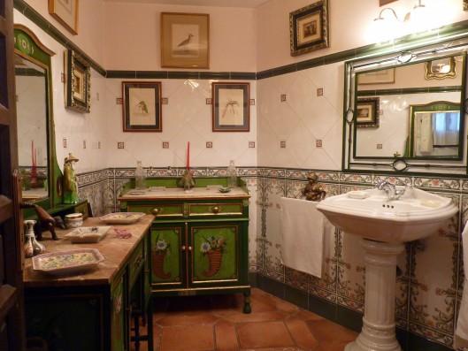 Casa Albaicin: guest bathroom ground floor