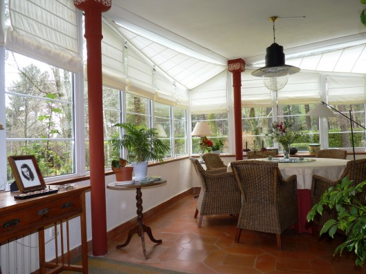 Casa Ciudad Ducal: conservatory with dining table