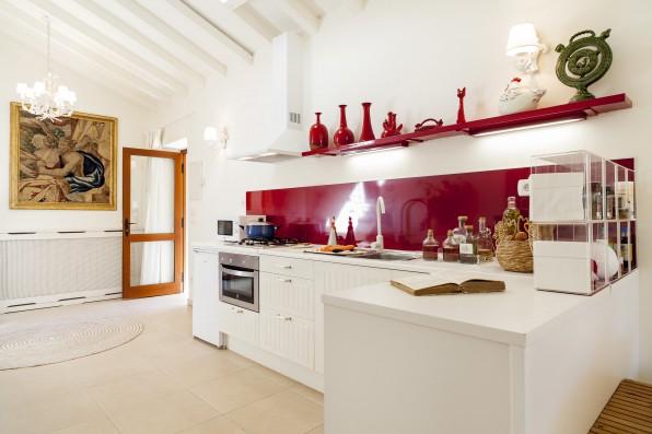 Casa Baltanás: guest house kitchen