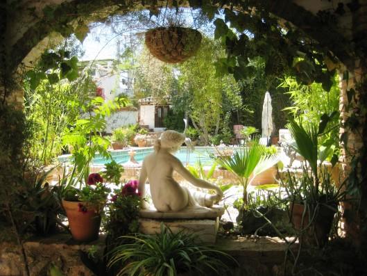 Casa Albaicin: garden and pool from the house