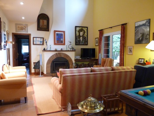 Casa Ciudad Ducal: living room with fireplace