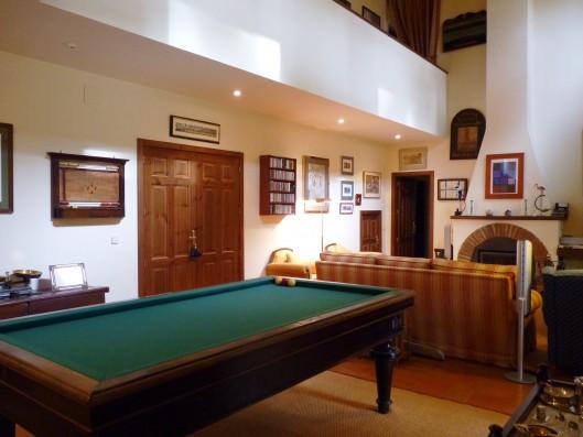 Casa Ciudad Ducal: living room with billiard table