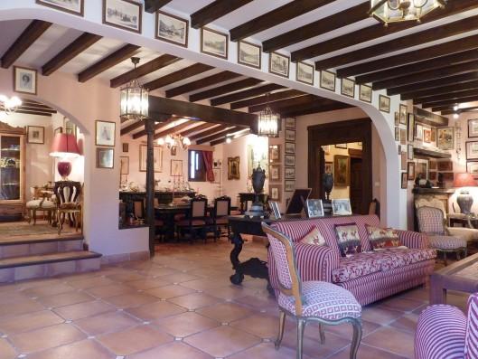 Casa Albaicin: living room, dining room and entrance