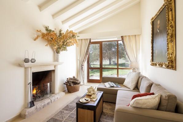 Casa Baltanás: guest house living room