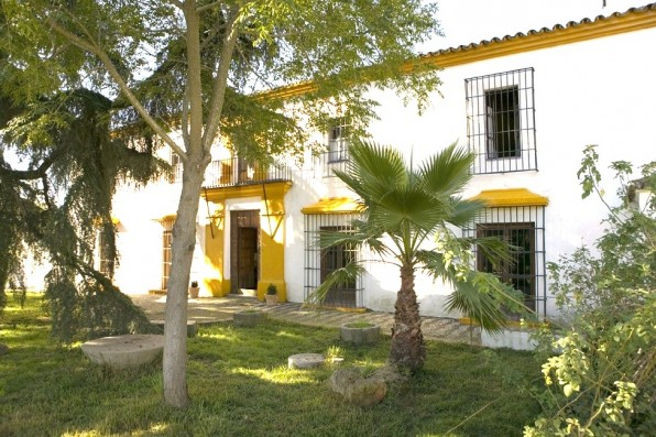Casa Real de la Jara: fachada y jardín