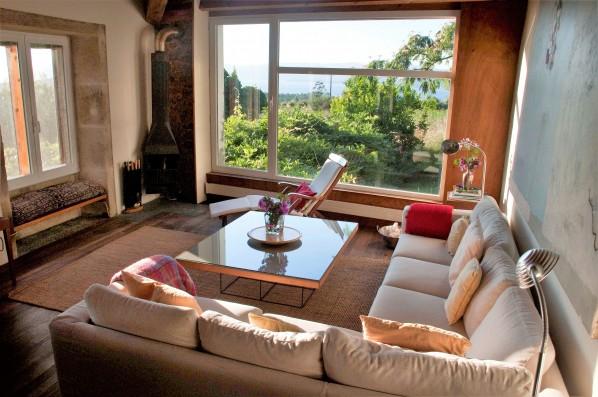 Casa PedraLobo: salón con vistas de la Ría de Muros y Noia