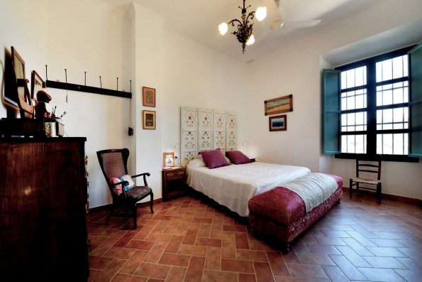 Casa Ronda: bedroom 1, upper floor
