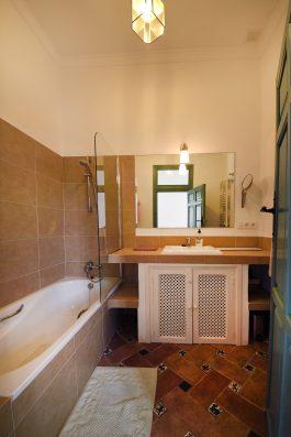 Casa Ronda: bathroom upper floor