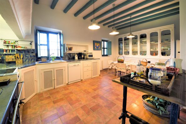 Casa Ronda: kitchen with table for 8-10