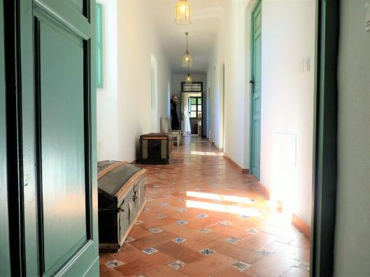 Casa Ronda: upper floor hallway