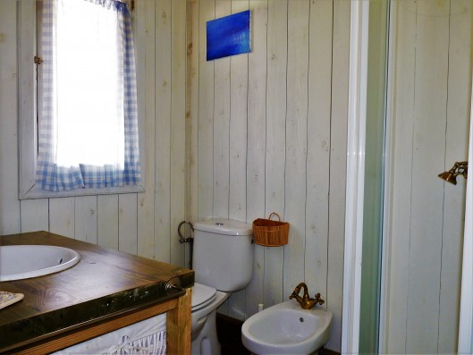 Casa Zaragate: wooden house bathroom 1