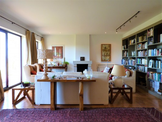 Casa Ruiseñada: living room