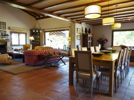 Casa Zaragate: living-dining room