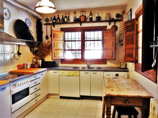 Casa Ortigosa: kitchen
