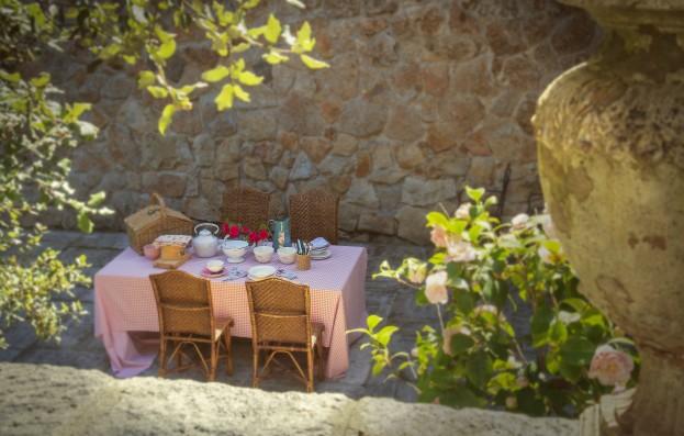 patio con mesa