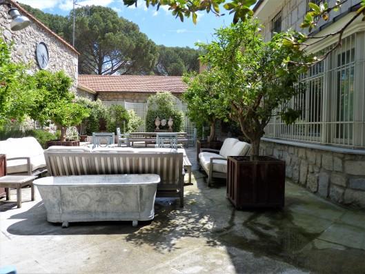 patio-lounge