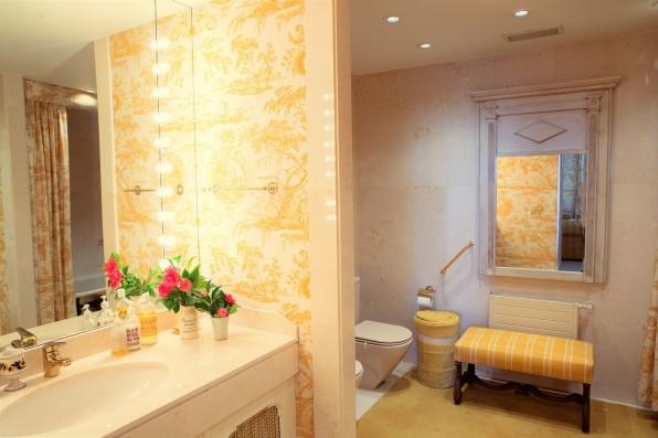 suite amarilla baño
