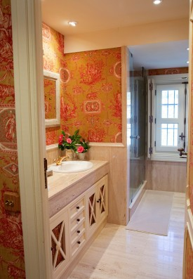 suite roja baño