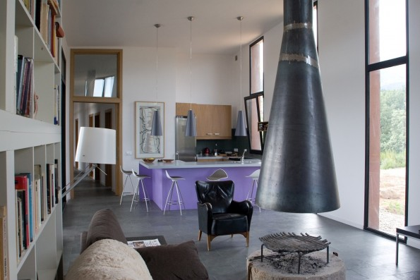 Casa La Vera Gredos: Living room and kitchen