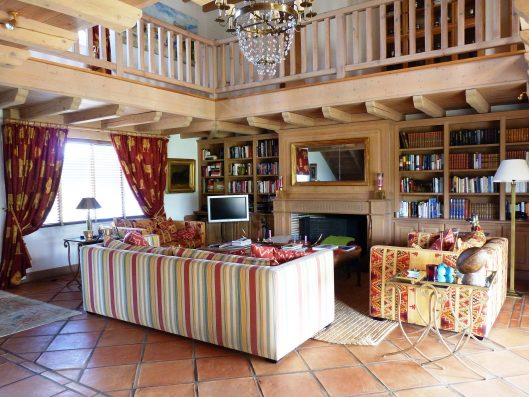 Casa Biarritz: double-height living room