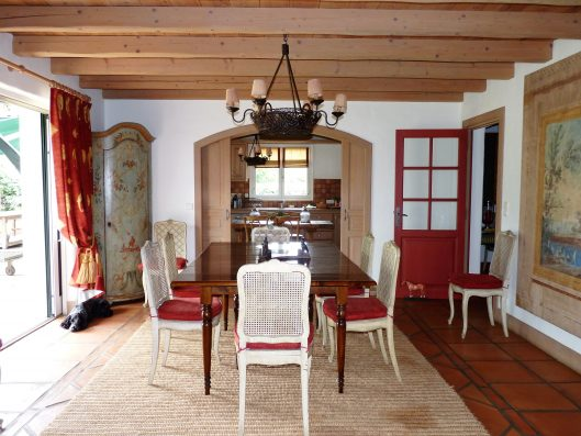 Casa Biarritz: dining room and kitchen