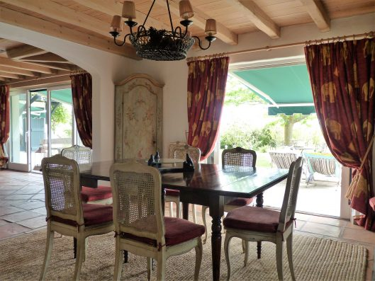 Casa Biarritz: dining room with access to terrace