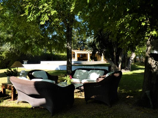 Casa Coria del Rio: sitting area in private large garden