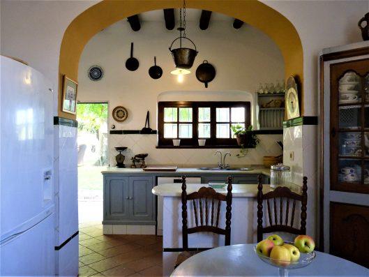 Casa Coria del Rio: kitchen