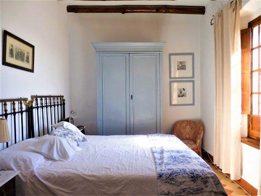 Casa Coria del Rio: bedroom 1 on ground floor, with bathroom