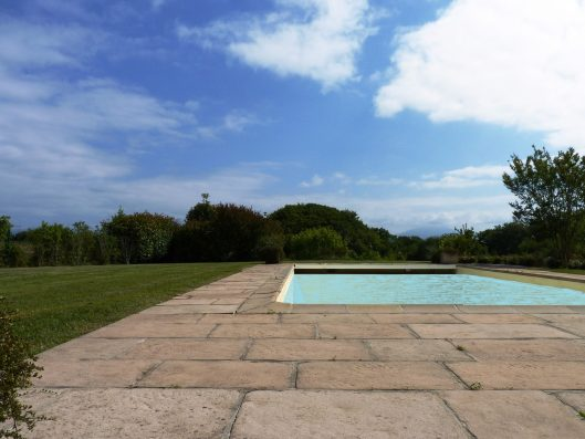 Casa Biarritz: garden with swimming pool from terrace