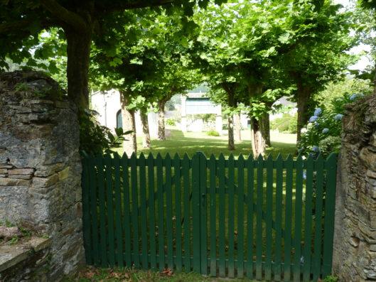 Pazo de Fontao: garden fence