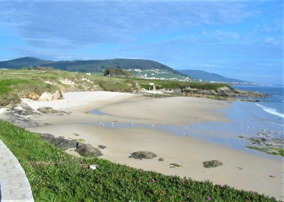 Pazo de Fontao: Peizas beach, at 7 km.