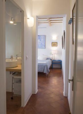 Casa Ciudadela: master bedroom with bathroom ensuite