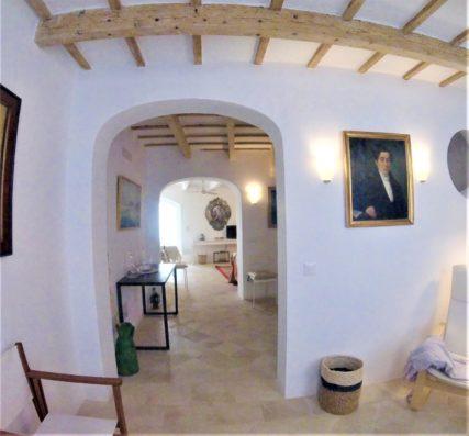 Casa Ciudadela: entrance hall to living room