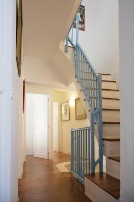 Casa Ciudadela: staircase to second floor