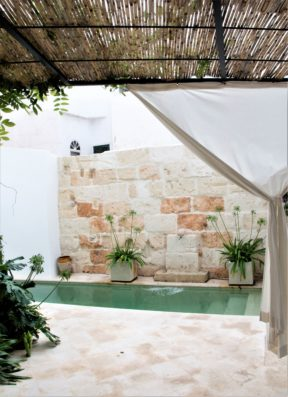 Casa Ciudadela: patio with swimming pool