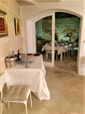 Casa Ciudadela: living room and access to patio