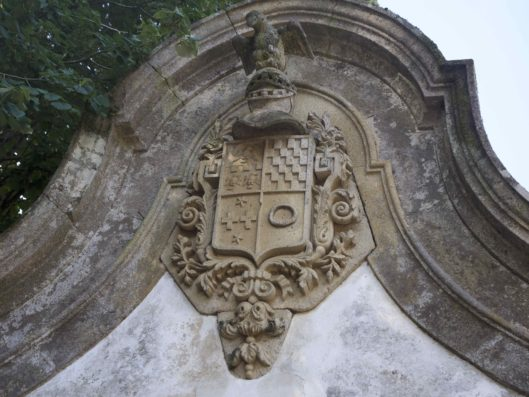 Casa do Retiro: shield